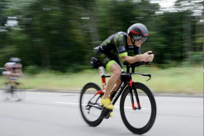 Ronnie Weissenfeld (follow me Bike Team) beim Freiburg Triathlon 2018